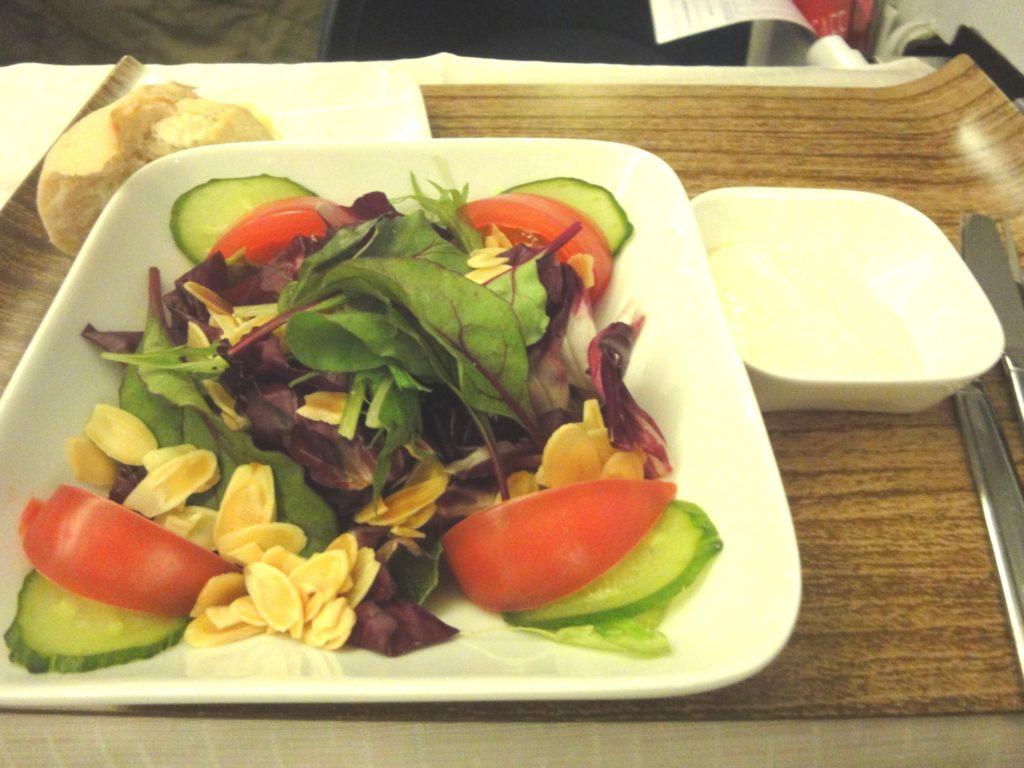 デルタ航空 ビジネスクラスのサラダ