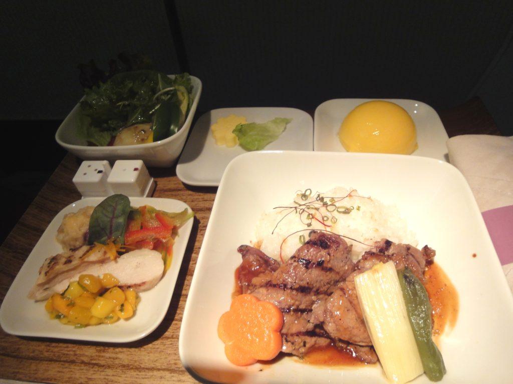 デルタ航空サイパン便のビジネスクラスの食事