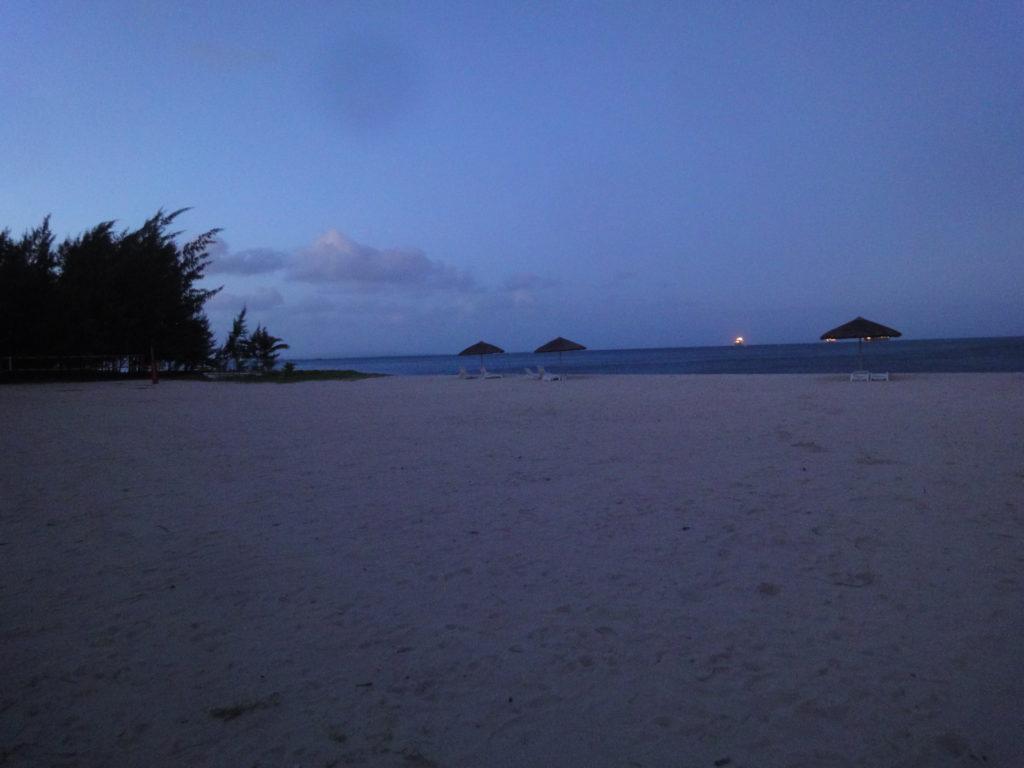 早朝のマイクロビーチ
