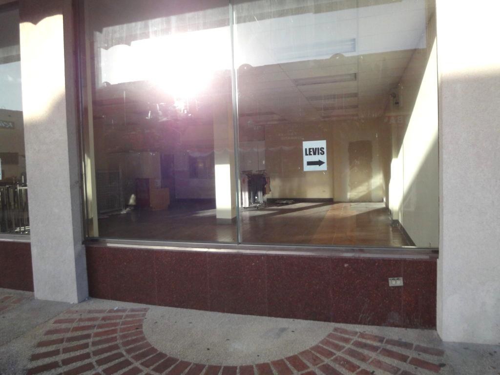 パセオ デ マリアナス通りの閉まっているお店