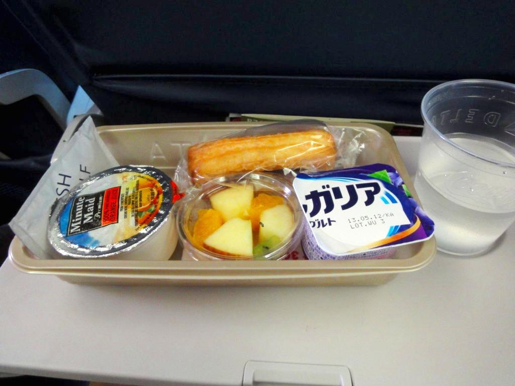 デルタ航空ポートランド行きエコノミークラスの朝食