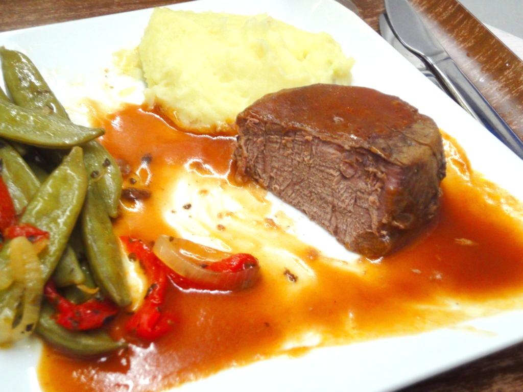 デルタ航空ビジネスクラスの食事コース お肉の断面